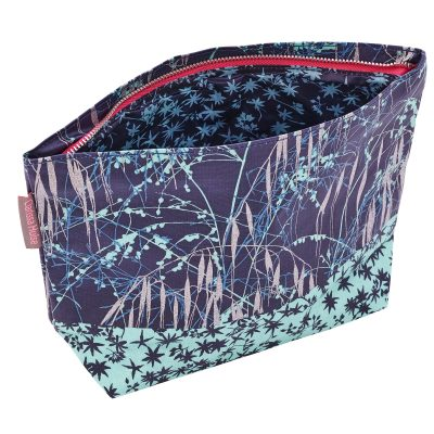 THREE GRASSES BLUE washbag open-WEB