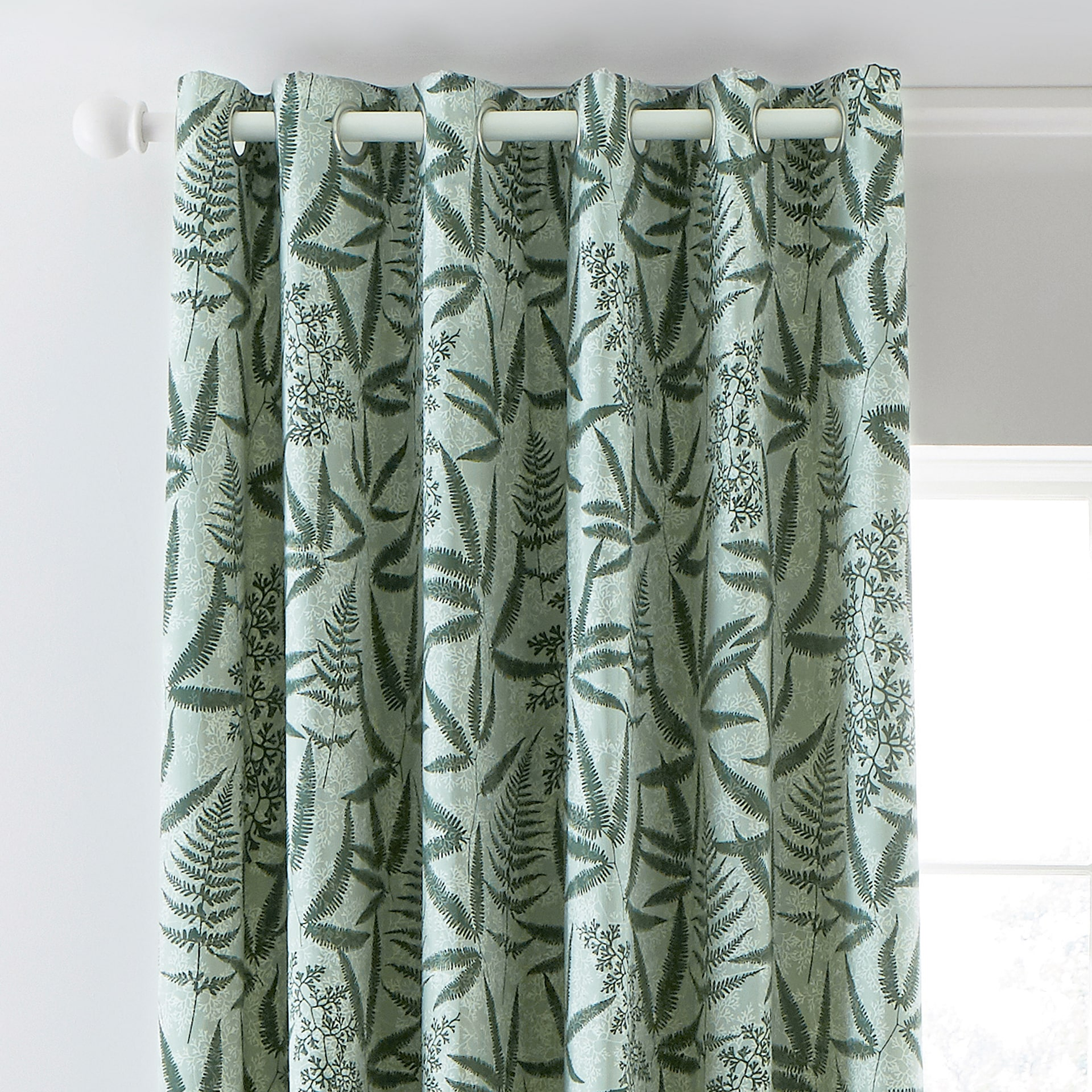 CLARISSA HULSE Costa Rica Fern curtain header